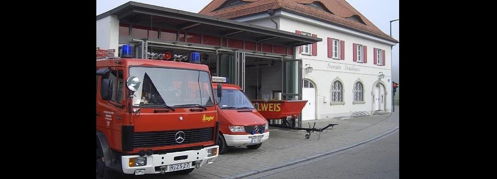 Feuerwehrgerätehaus und Fahrzeuge
